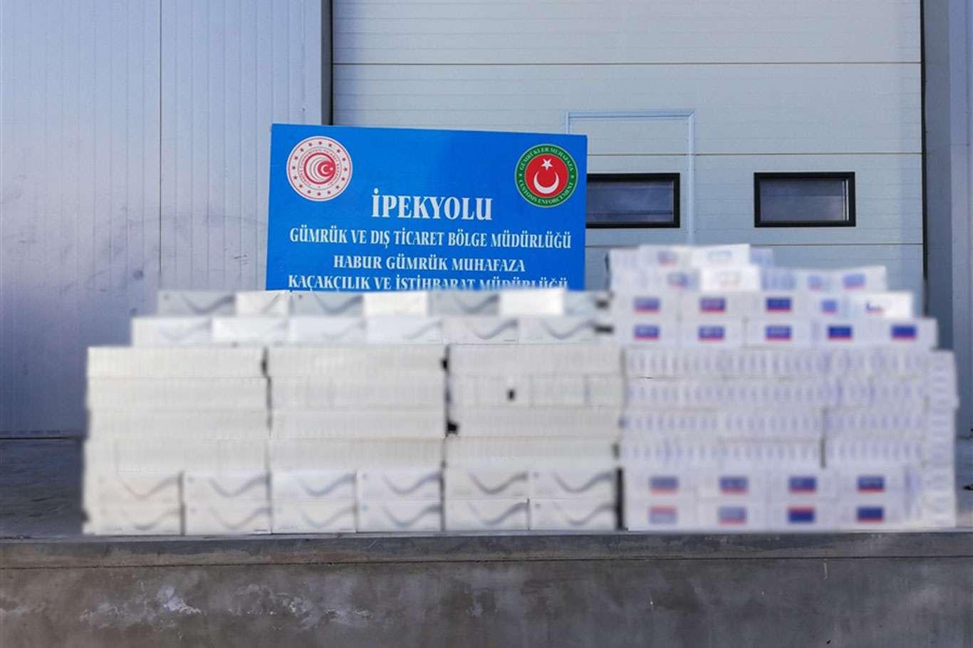 Habur Sınır Kapısında binlerce kaçak sigara ve yüzlerce cep telefonu ele geçirildi