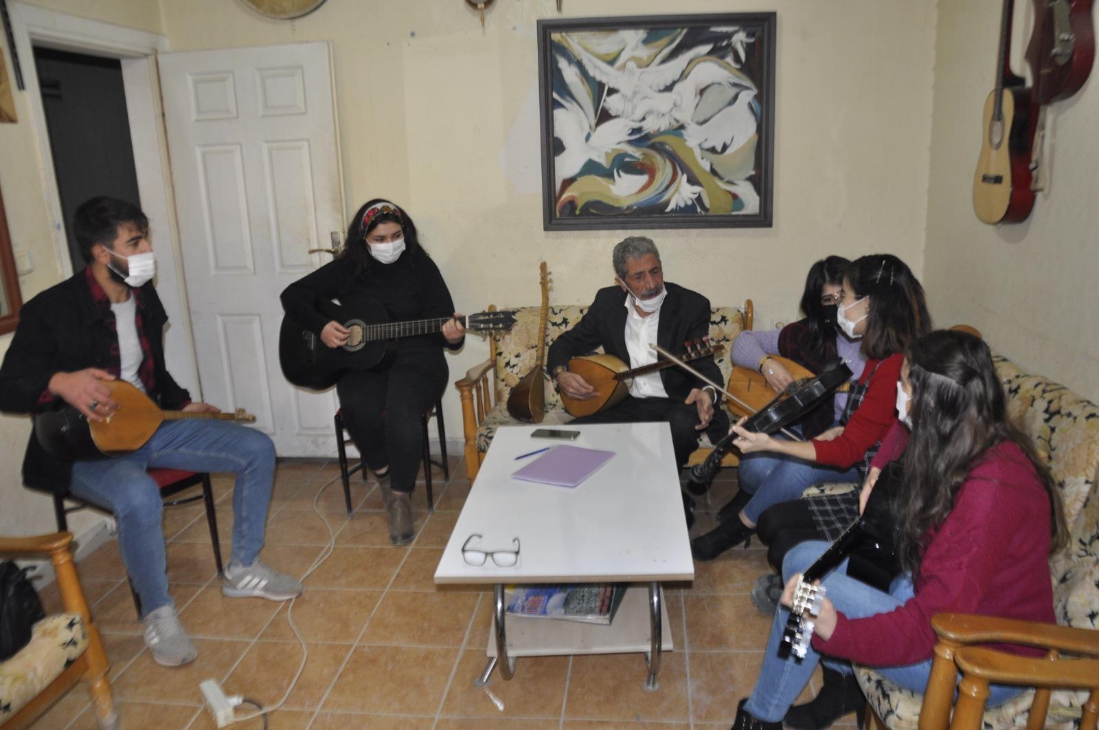 Mardin'de korona günlerinde müziğe yöneldiler