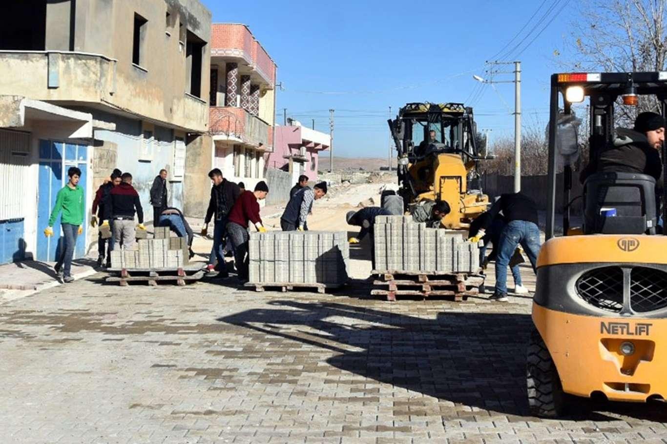 Nusaybin'de parke taşı çalışmaları sürüyor